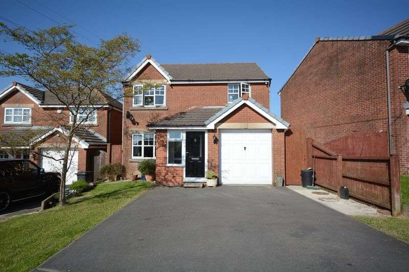 4 Bedrooms Detached House for sale in Moorside Drive, Clayton le Moors