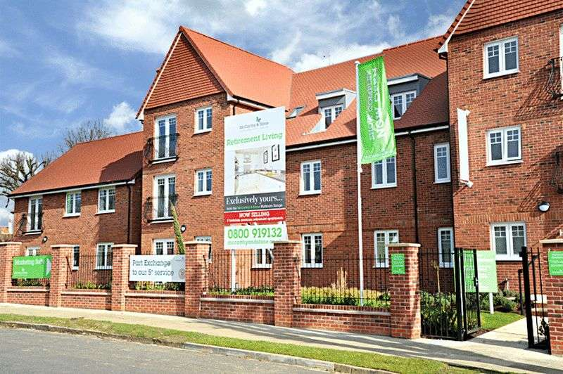 2 Bedrooms Flat for sale in Victoria Gardens, Frinton-On-Sea