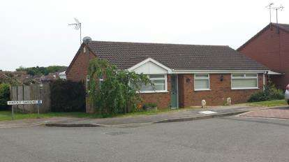 3 Bedrooms Bungalow for sale in Pinfold Gardens, Forest Town, Mansfield, Nottinghamshire