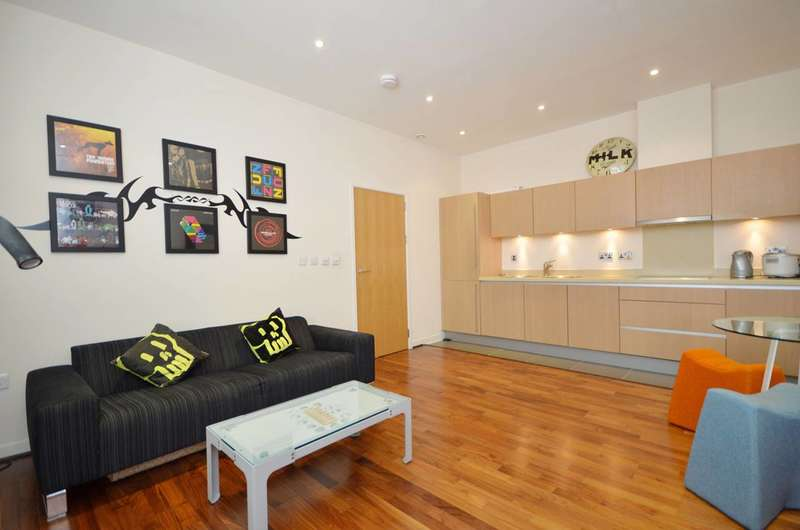 2 Bedrooms Flat for sale in Bromyard House, Acton, W3
