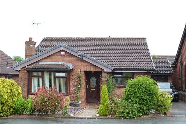 3 Bedrooms Detached House for sale in Oaklea, Leek, Staffordshire, ST13 8RD