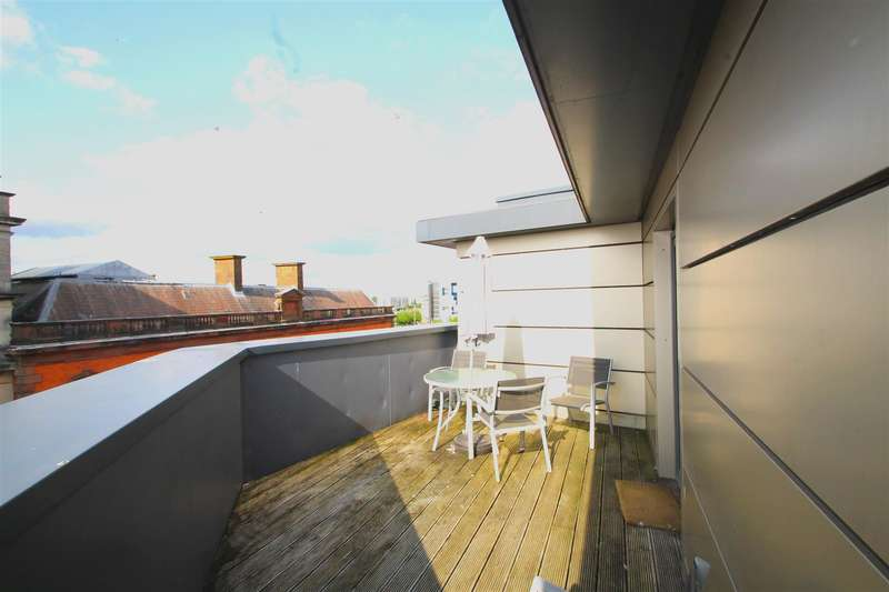 1 Bedroom Property for sale in Quayside, Bute Crescent, Cardiff Bay