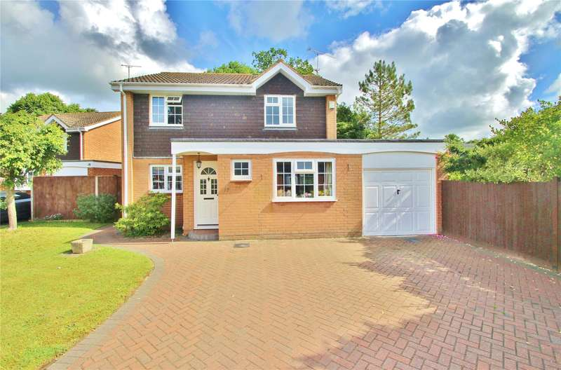 4 Bedrooms Detached House for sale in Claydon Road, Horsell, Surrey, GU21
