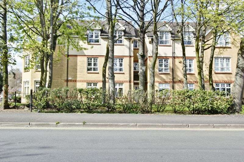 2 Bedrooms Flat for sale in St. Marys Close, Hessle