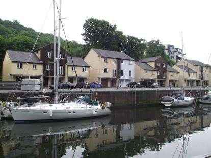3 Bedrooms Terraced House for sale in Porth Y Llechen, Y Felinheli, Gwynedd, LL56