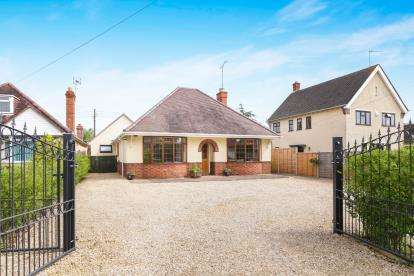 5 Bedrooms Bungalow for sale in Station Road, Harvington, Evesham, Worcestershire