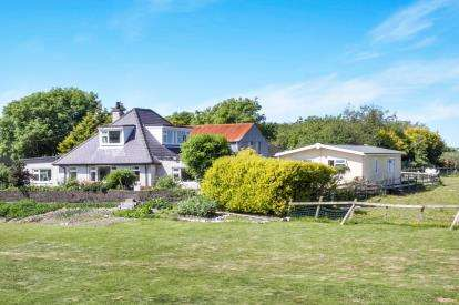 4 Bedrooms Detached House for sale in Trefor, Caernarfon, Gwynedd, LL54