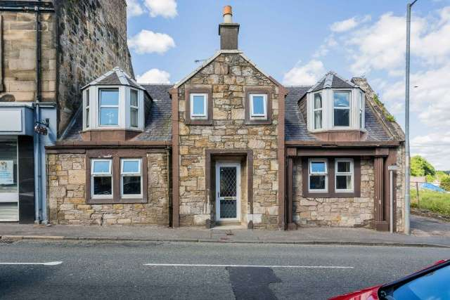 3 Bedrooms Town House for sale in New Street, Dalry, North Ayrshire, KA24 5AF