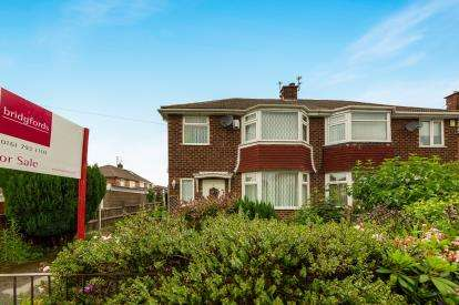 3 Bedrooms Semi Detached House for sale in Chelford Drive, Swinton, Manchester, Greater Manchester
