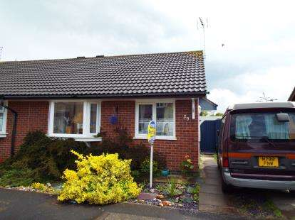2 Bedrooms Bungalow for sale in Brosdale Drive, Hinckley, Leicestershire