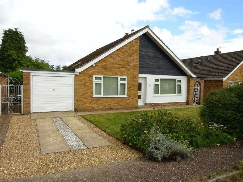 3 Bedrooms Bungalow for sale in Palgrave Close, Taverham. Norwich