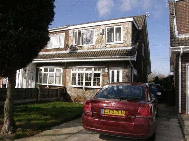 2 Bedrooms Semi Detached House for sale in The Fairway, Manchester