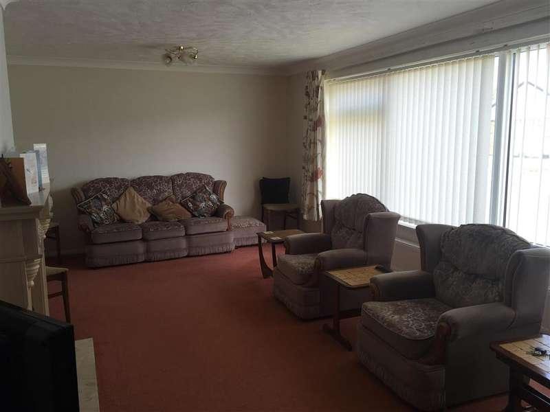 3 Bedrooms Bungalow for sale in Brockman Crescent, Dymchurch, Romney Marsh, Kent