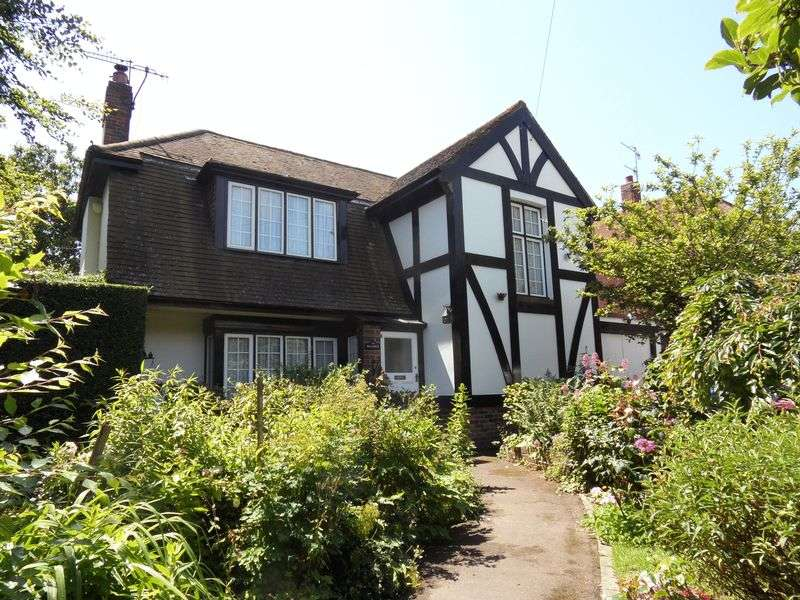 3 Bedrooms Detached House for sale in Upper Brighton Road, Worthing