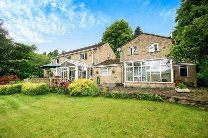 6 Bedrooms Detached House for sale in Combs Road, Chapel-En-Le-Frith, High Peak, Derbyshire