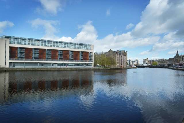 2 Bedrooms Flat for sale in Sandport Way, The Shore, Edinburgh, EH6 6EA