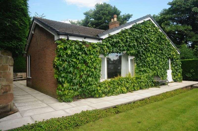 3 Bedrooms Detached Bungalow for sale in Winnington Street, Northwich, CW8 1AD