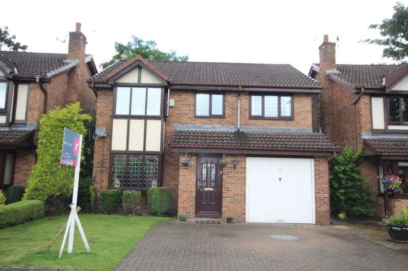3 Bedrooms Detached House for sale in THE GREEN, Castleton, Rochdale OL11 3NU