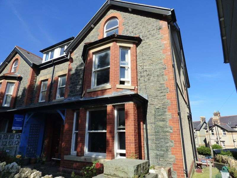 7 Bedrooms Semi Detached House for sale in Conway Road, Penmaenmawr