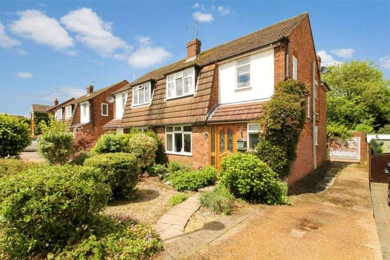 4 Bedrooms Semi Detached House for sale in Holmer Green
