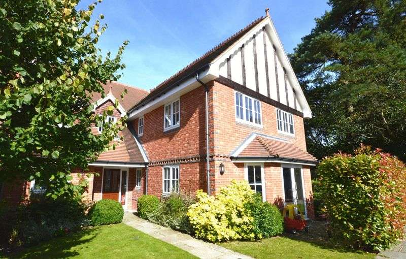 2 Bedrooms Flat for sale in Tilford Road, Hindhead