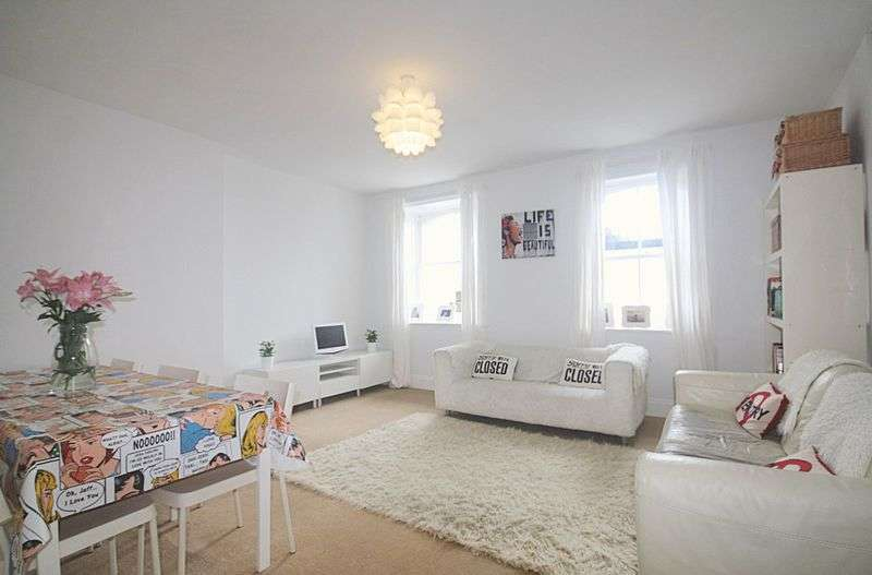 2 Bedrooms Flat for sale in Marina, St. Leonards-On-Sea, East Sussex