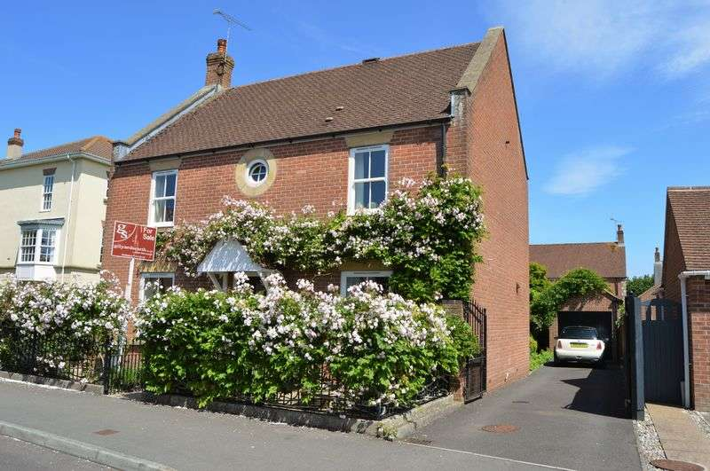 4 Bedrooms Detached House for sale in SHAFTESBURY