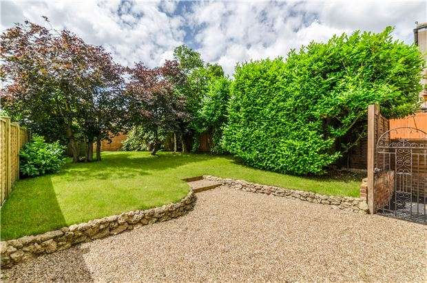 3 Bedrooms Semi Detached House for sale in Copsleigh Avenue, REDHILL, RH1 5BQ