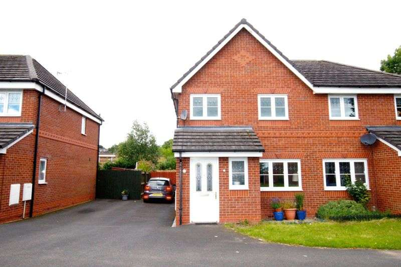 3 Bedrooms Semi Detached House for sale in Alyn Road, Wrexham