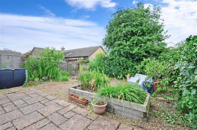 2 Bedrooms Bungalow for sale in Amsbury Road, Coxheath, Maidstone, Kent