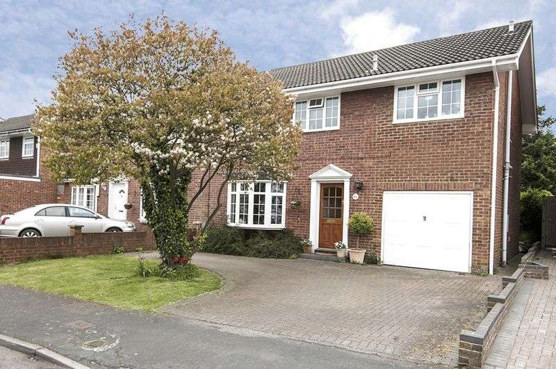 5 Bedrooms Semi Detached House for sale in Amis Avenue, New Haw.