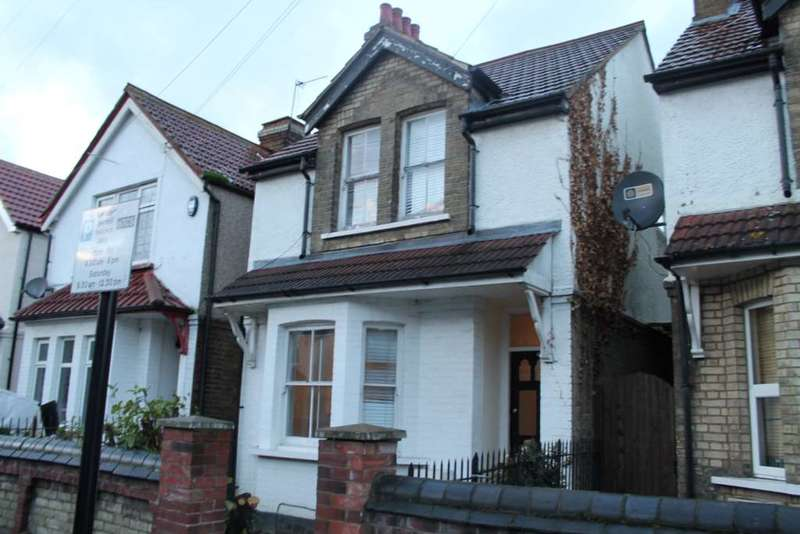 3 Bedrooms Detached House for sale in Albert Road, Hounslow