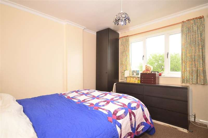 3 Bedrooms Detached House for sale in Cromwell Road, Caterham, Surrey