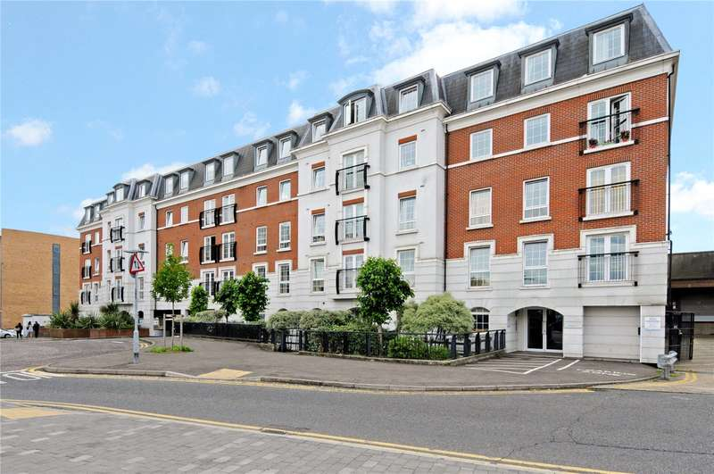 2 Bedrooms Flat for sale in Central Walk, Station Approach, Epsom, Surrey, KT19