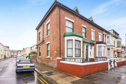 5 Bedrooms Semi Detached House for sale in Rawcliffe Street, Blackpool, Lancashire, FY4
