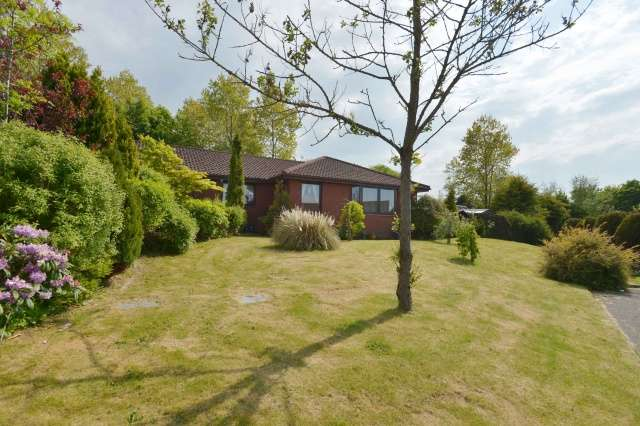 4 Bedrooms Bungalow for sale in Ennis Park, Polbeth, West Calder, West Lothian, EH55 8TN