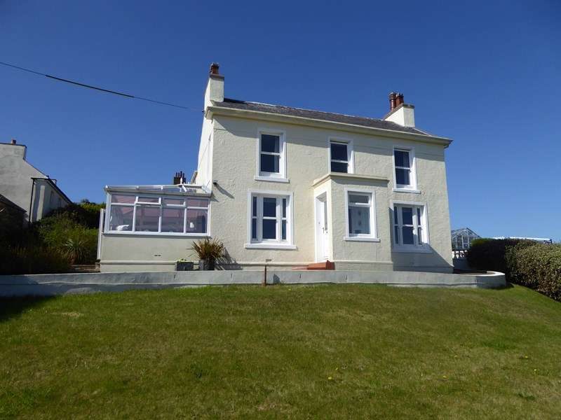 3 Bedrooms Detached House for sale in Howe Road, Port St Mary, IM9 5PR