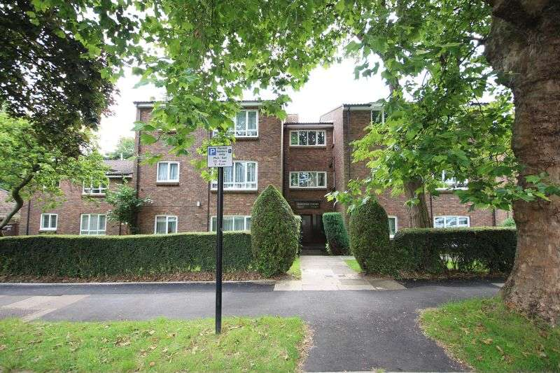 2 Bedrooms Flat for sale in Ridgeway Court, The Avenue, HATCH END
