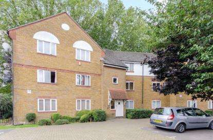 2 Bedrooms Flat for sale in Plaistow, London