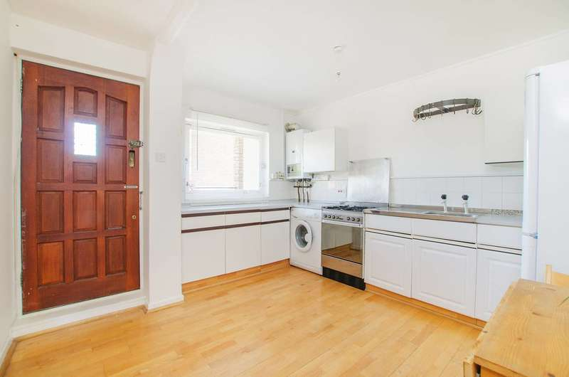 2 Bedrooms Flat for sale in Turenne Close, Clapham Junction, SW18
