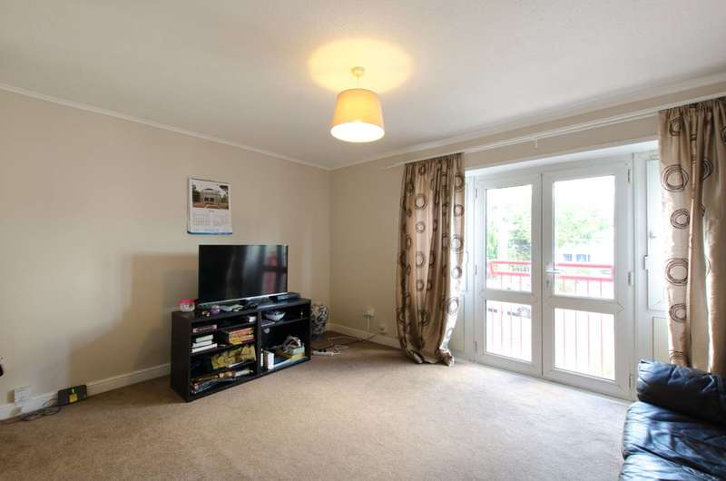 2 Bedrooms Flat for sale in Claremont Close, Royal Docks, E16