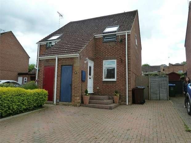 2 Bedrooms Semi Detached House for sale in Gadsden Court, Stoke Hammond, Milton Keynes, Buckinghamshire