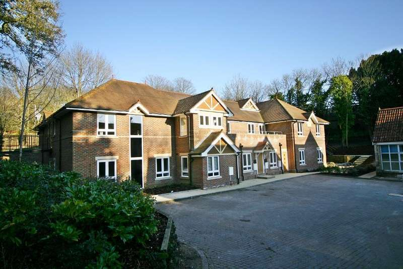 2 Bedrooms Apartment Flat for sale in Abbey Hill, Netley Abbey, Southampton, SO31 5FA