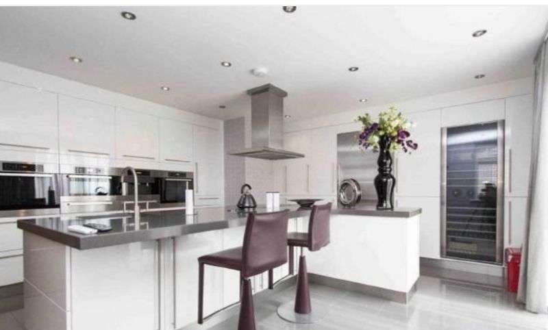 2 Bedrooms Flat for sale in 2 bedroom penthouse for sale, Manor Road, Chigwell, IG7