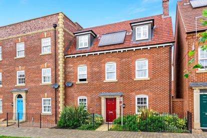 4 Bedrooms End Of Terrace House for sale in Saxon Way, Great Denham, Bedford, Bedfordshire