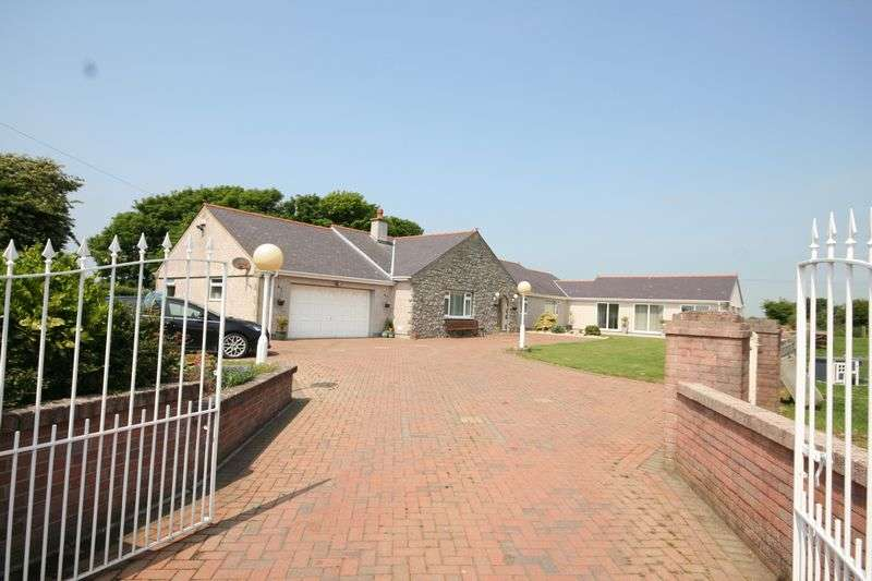 5 Bedrooms Detached House for sale in Capel Gwyn, Anglesey