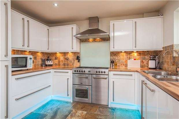 3 Bedrooms Semi Detached House for sale in Briarside Road, BRISTOL, BS10 6JA
