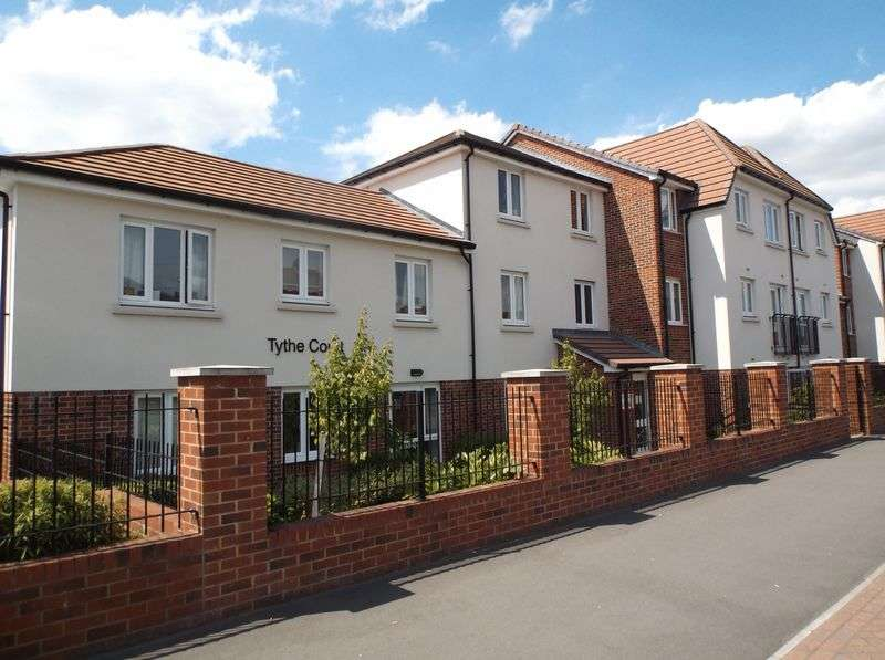 2 Bedrooms Flat for sale in Tythe Court,White Hart Lane, Romford: Two bed first floor retirement apartment