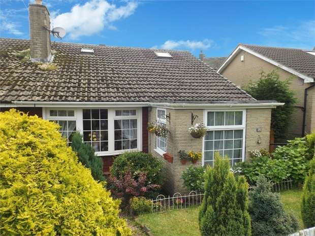 4 Bedrooms Semi Detached Bungalow for sale in Derwent Avenue, Wilsden, Bradford, West Yorkshire
