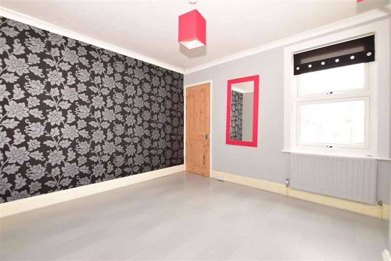 3 Bedrooms Terraced House for sale in Gordon Road, Gravesend, Kent